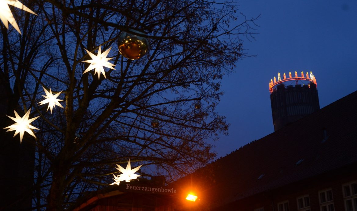 Wasserturm mit Licht Lüneburg Am Sand Dezember Nacht S80_0875 1920web banner