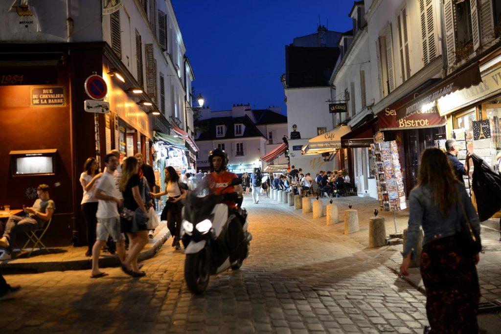 Paris Mont Matre Roller im Nachtleben S80_9053